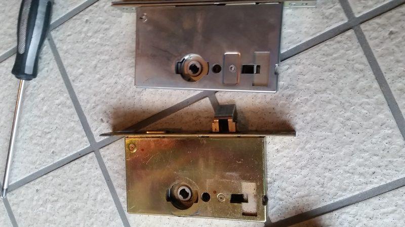 錠ケースの交換作業